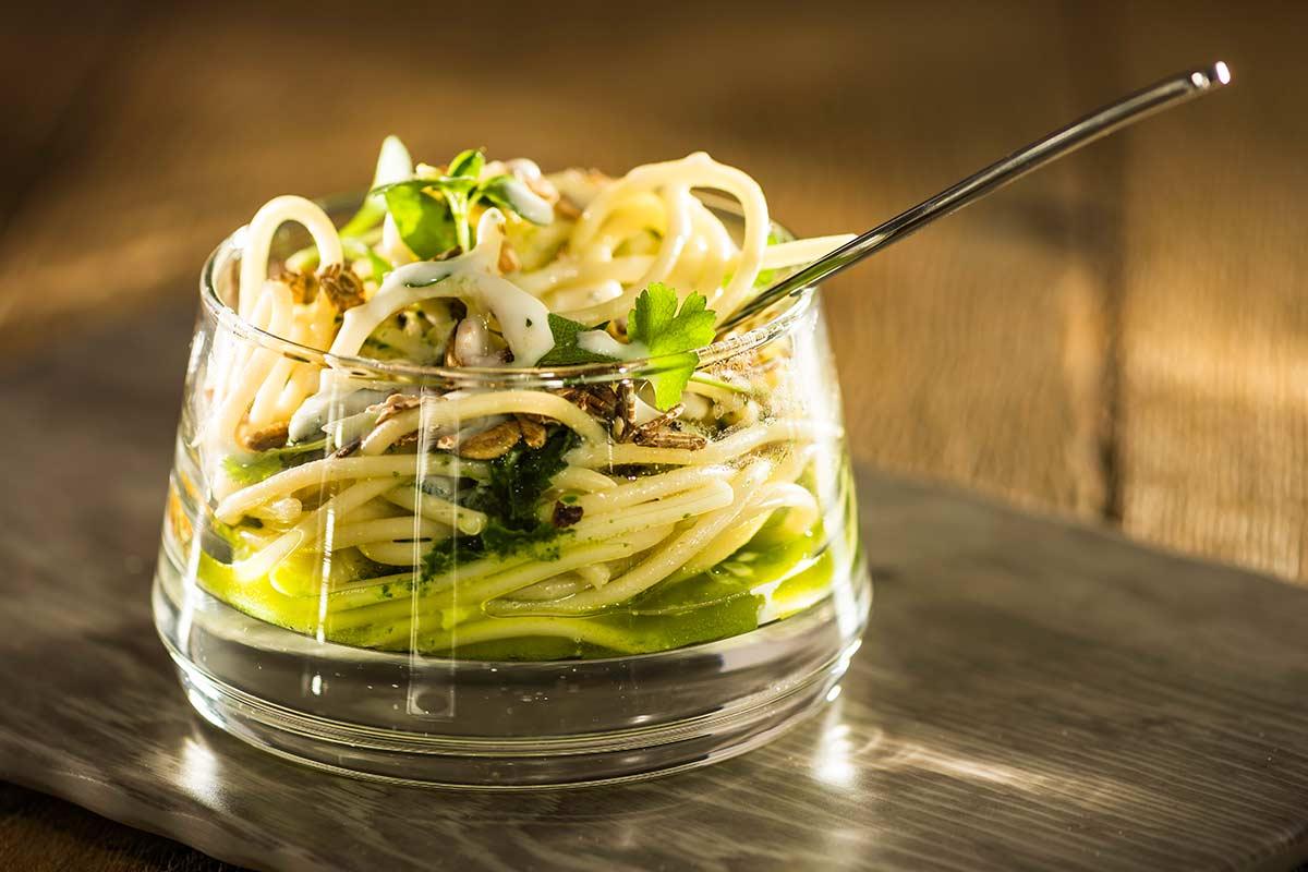 Spaghetti in Kräuter-Pesto-Sauce
