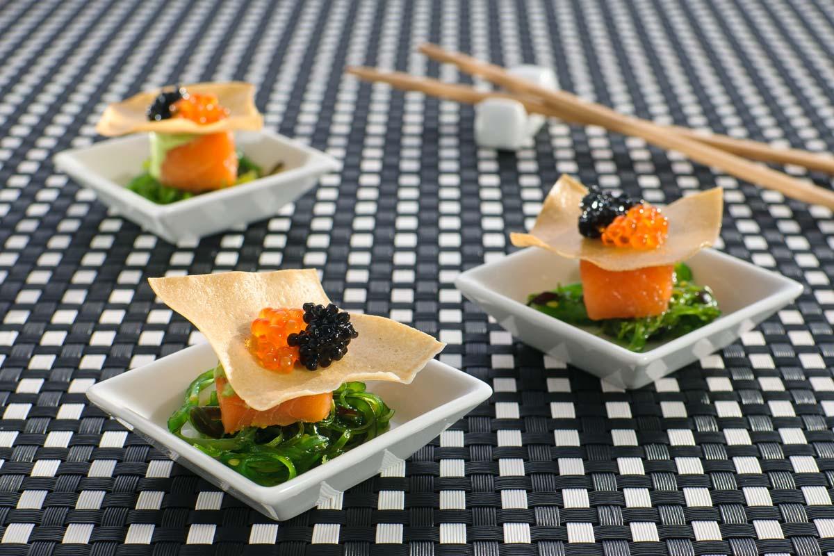 Sashimi Vom Lachs Auf Wakame Salat Mit Kaviar Rezept