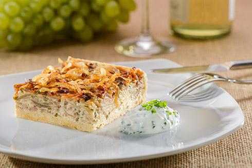 Deftiger Zwiebelkuchen Mit Speck Und Schnittlauch Schmand Rezept