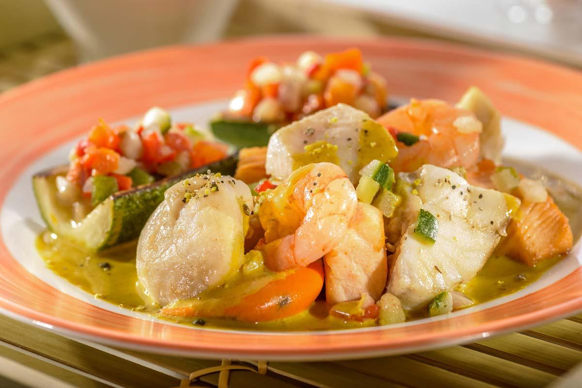 Edelfisch-Ragout mit wildem Reis und Zucchini-Schiffchen | Rezept